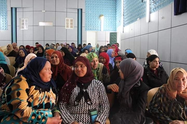 صورة توزيع معدات وأدوات إنتاج على الحرفيات  والنساء الريفيات