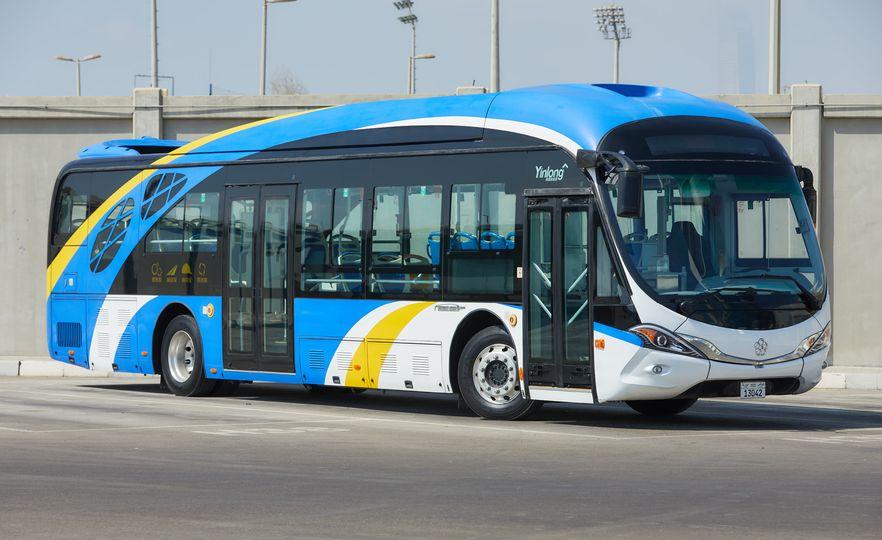 صورة أبوظبي تطلق أسطولاً من الحافلات الصديقة للبيئة