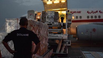 صورة وصول طائرة جزائرية على متنها 200 ألف جرعة من التلاقيح ضد فيروس كوفيد-19 من الجزائر