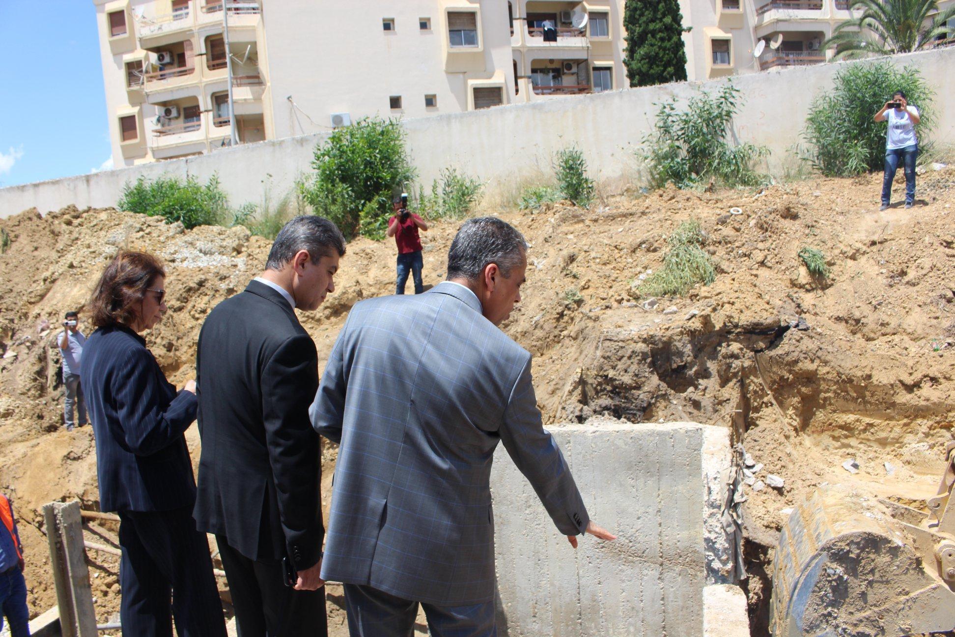 صورة زيارة تفقد الى حضيرة أشغال صيانة قناة الجلب الرئيسيّة قطر 1250 مم